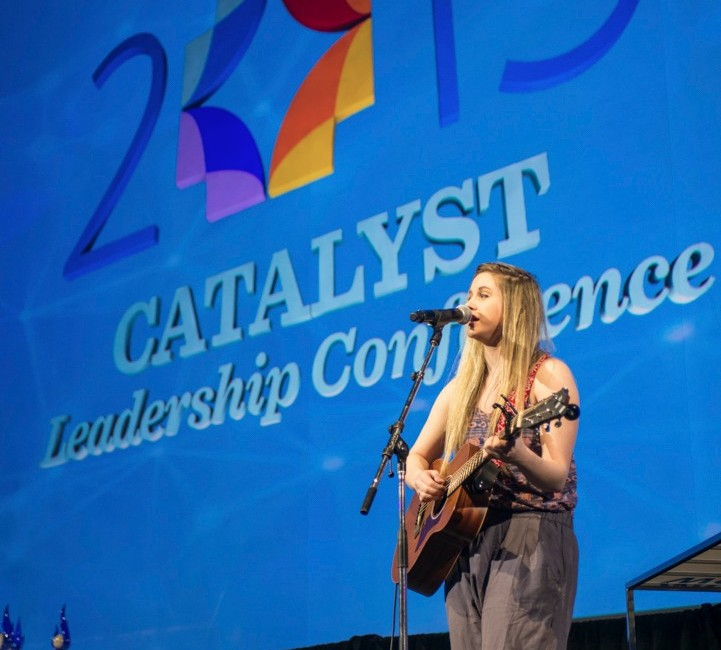 Event photo of Entertainer on stage from Catalyst Leadership Conference in Calgary